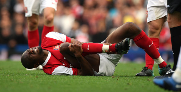http://arsenalspotlight.files.wordpress.com/2012/06/diaby-injured.jpg